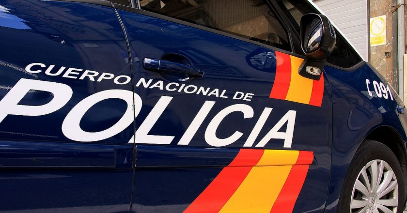 policía nacional cuchillo